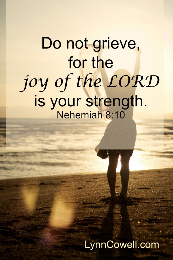 Day 2 of 9 | Lord, make me joyful | Nehemiah 8:10 | 9 Prayers to Pray During Times of Change | #youandyourgirl series {May 2015} by Lynn Cowell